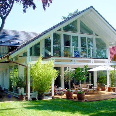 concentus modernes fachwerkhaus Architektenhaus in Fachwerkbauweise mit weißer Holzskelettkonstruktion