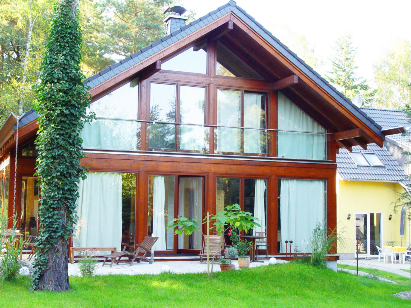 Modernes Landhaus bauen im Holzskelettbau (Fachwerk Landhausstil ...