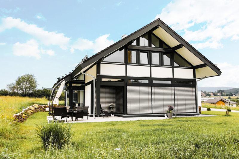 Concentus Holzskeletthaus Holzhaus Fachwerkhaus Landhaus Weiss Schwarz