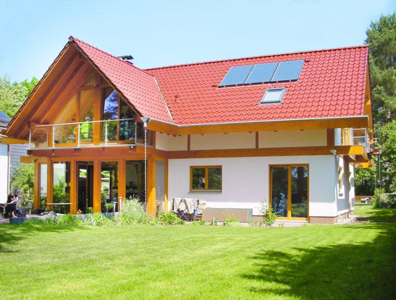Concentus Modernes Fachwerk Holzskeletthaus Rotes Dach Hell Braun