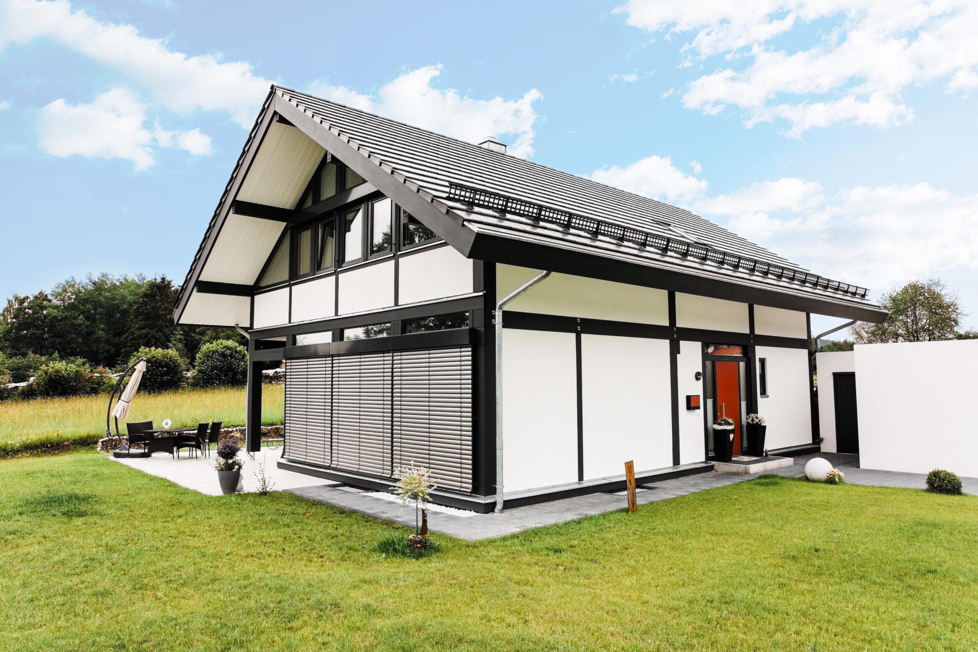 modernes fachwerk im traditionellen holzskelettbau concentus modernes fachwerkhaus. Black Bedroom Furniture Sets. Home Design Ideas