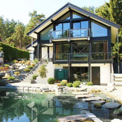 concentus modernes fachwerkhaus Fachwerkhaus modern mit dunkler Konstruktion und modernem Ambiente