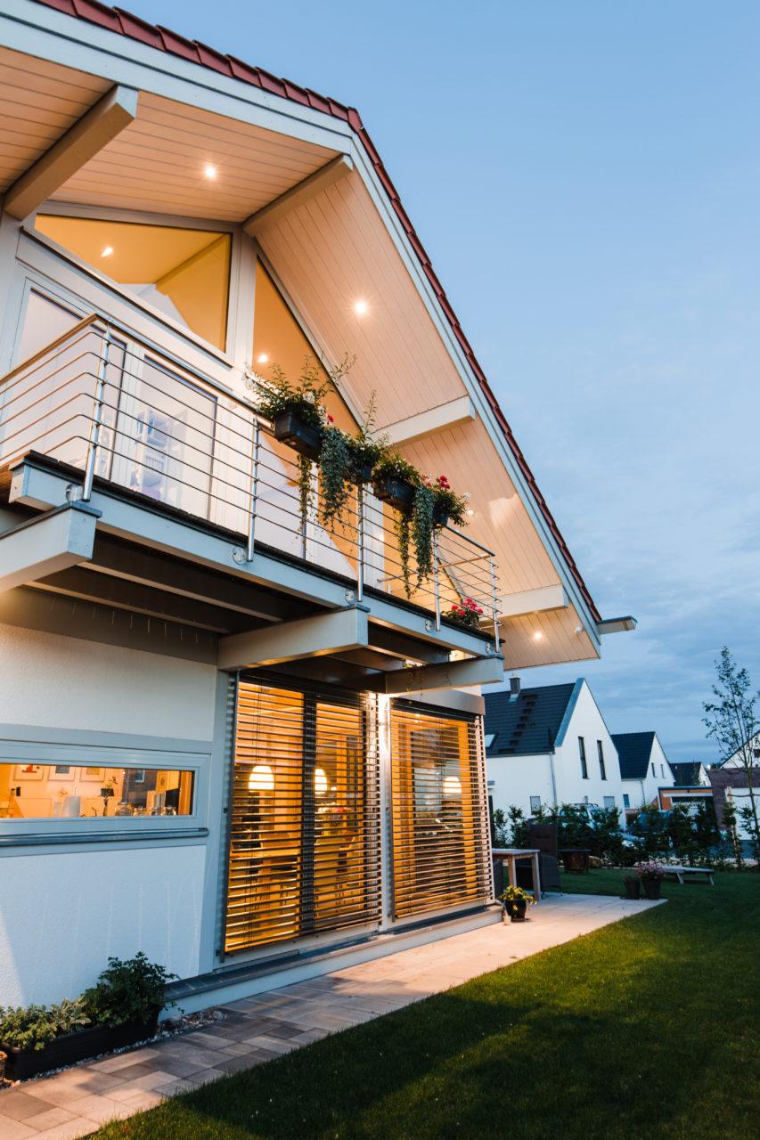 Modernes fachwerkhaus mit erker schafft mehr wohnraum for Modernes fachwerkhaus