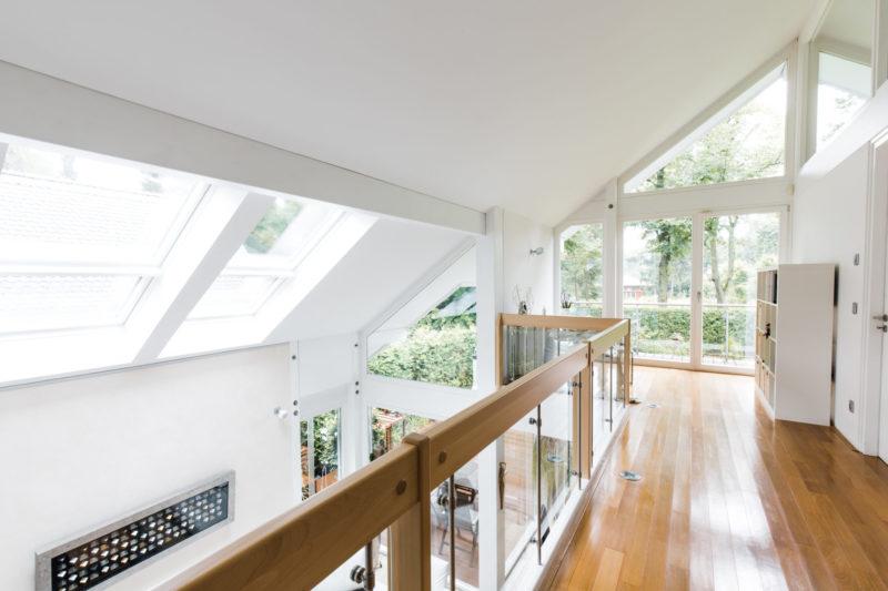 Helles fachwerkhaus in holz skelett bauweise komplett in for Modernes landhaus bauen