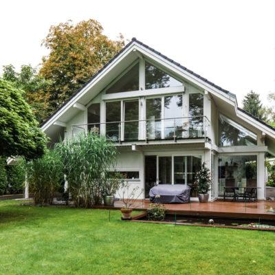 concentus modernes fachwerkhaus Helles Fachwerkhaus in Holz-Skelett-Bauweise komplett in weiß
