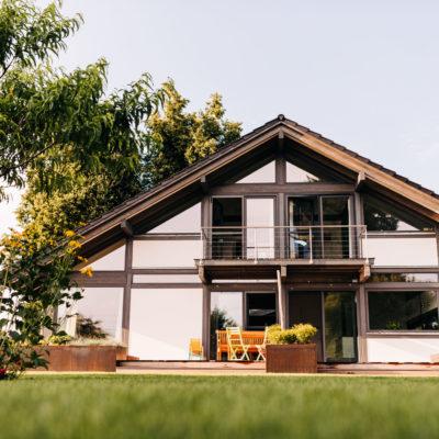 concentus modernes fachwerkhaus Modernes Fachwerkhaus im Stil eines Landhauses