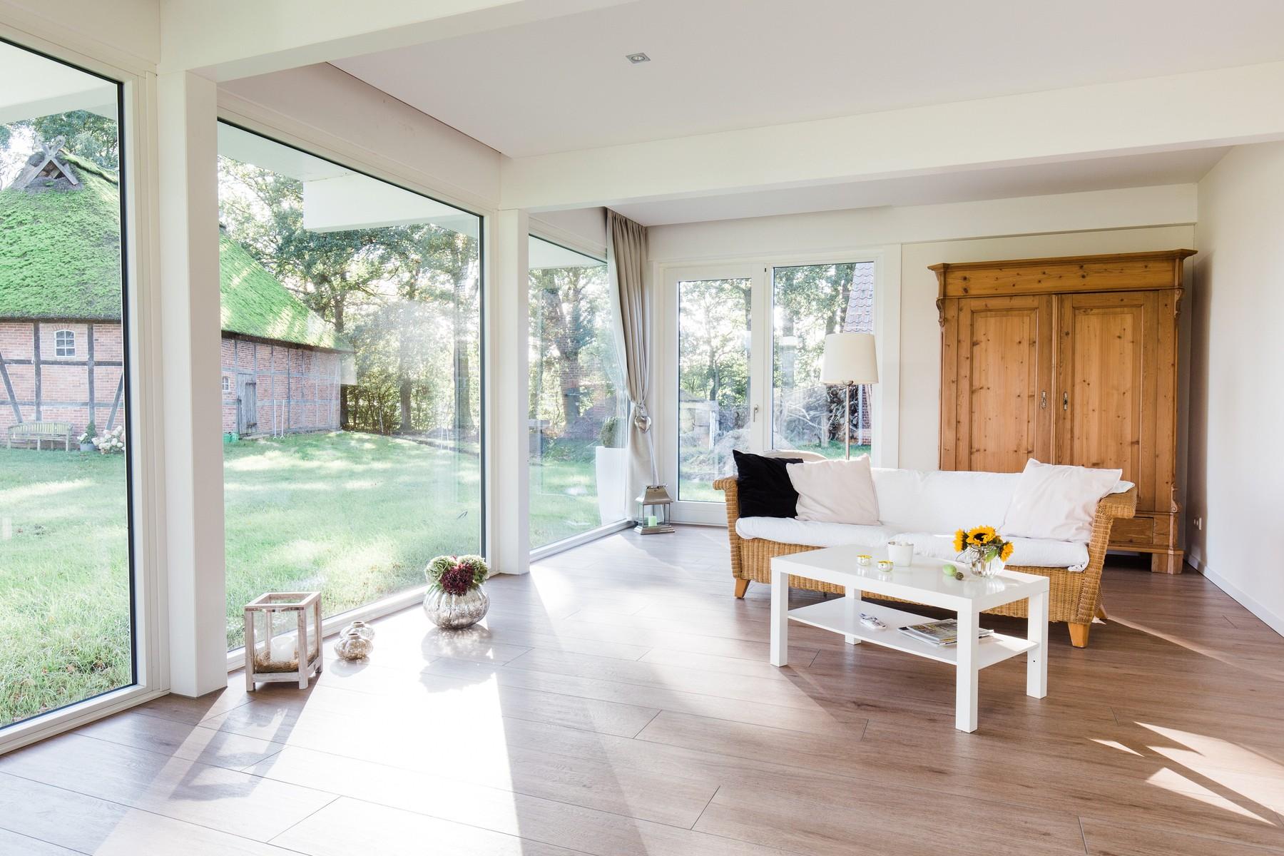 Modernes fachwerkhaus landhaus fachwerk holz glas weiss 21 for Holz fachwerkhaus