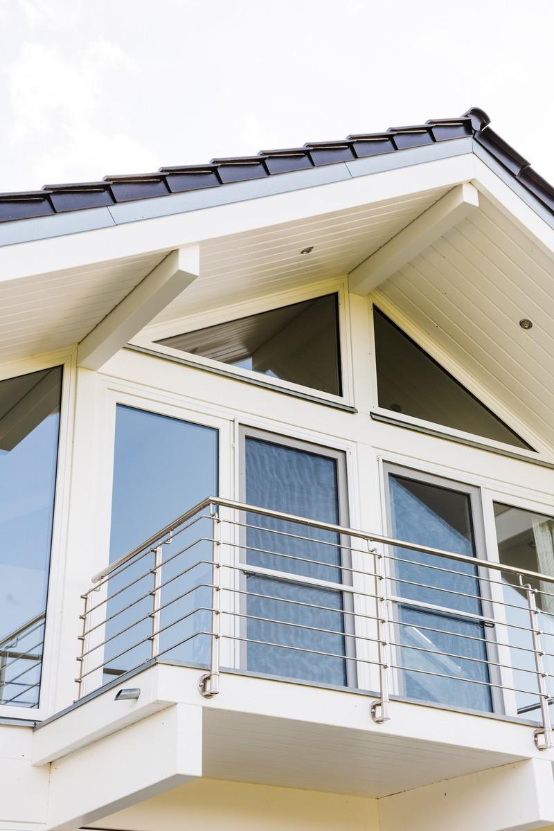 Modernes fachwerkhaus landhaus fachwerk holz glas weiss 6 for Modernes landhaus