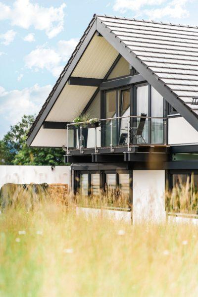 Modernes Fachwerkhaus Landhaus Hausbau Holzskelettbau Schwarz Weiss 1