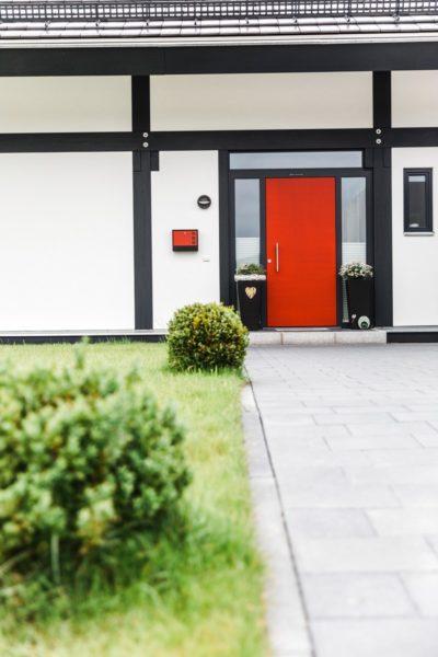 Modernes Fachwerkhaus Landhaus Hausbau Holzskelettbau Schwarz Weiss 3