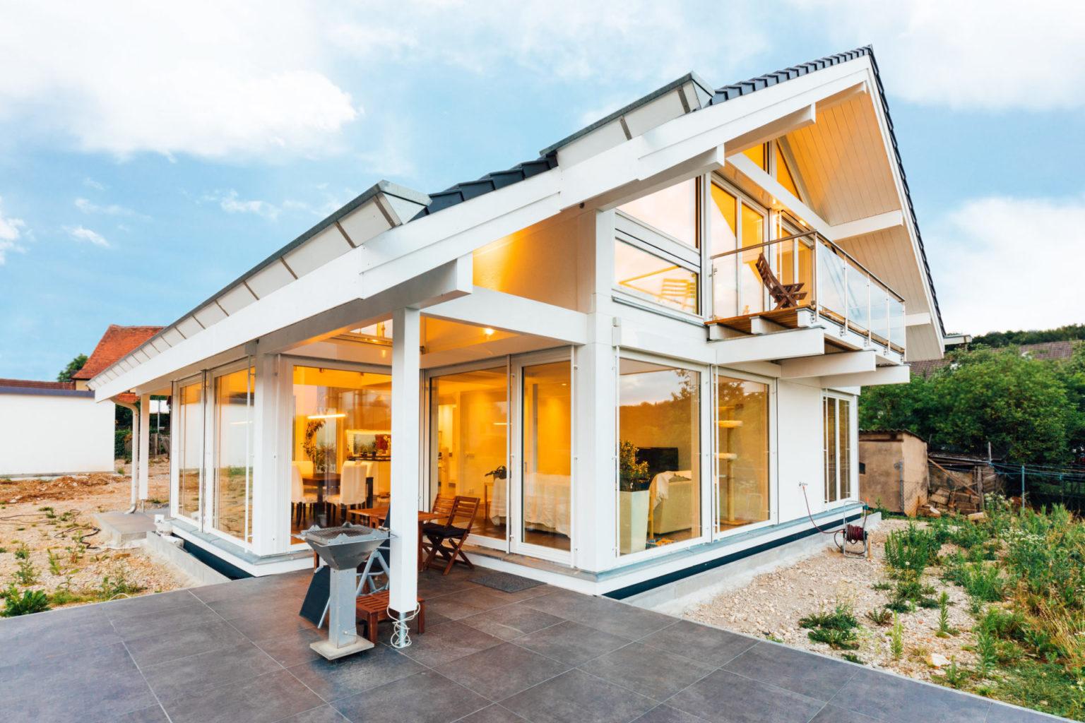 Modernes Fachwerkhaus Weiss Fachwerk Modern Bauen Hausbau Glas Holzhaus
