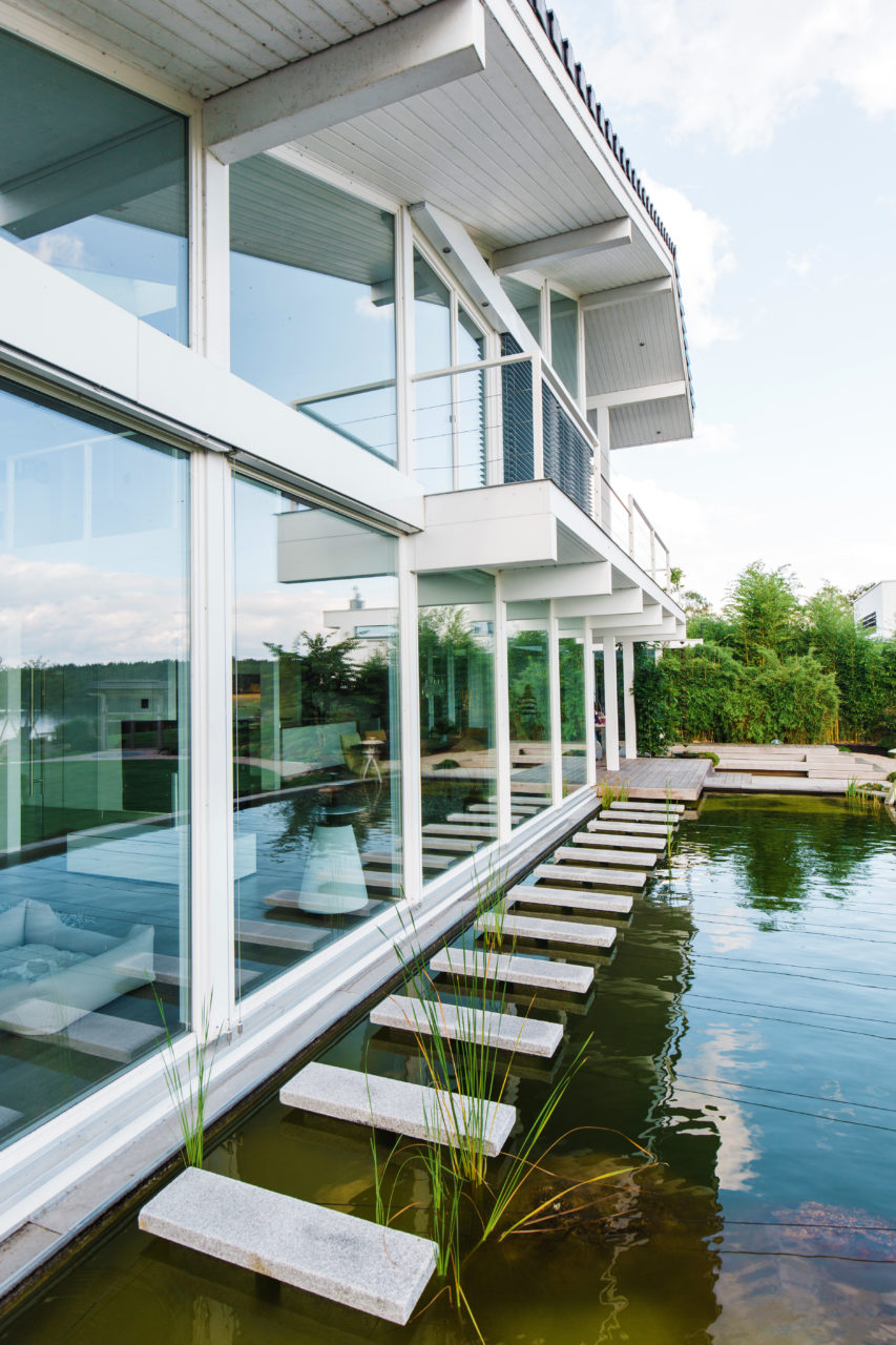 Modernes fachwerkhaus am see gro z gige architektur im for Modernes fachwerkhaus